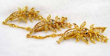Kerongsang, a set of fasteners for the kebaya, made in the shape of dragonflies  (sibur-sibur)