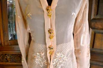 Close-up of a vintage kebaya from the 1950s held together with kerongsang