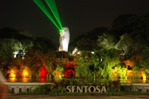 Giant Merlion replica on Sentosa with laser beam eyes at night. Photo from  http://yiluntours.wordpress.com/2012/11/19/sentosa-10-years-back/