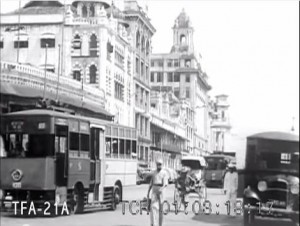Collyer Quay with its impressive row of tall commercial buildings and the busy traffic showing a trolley bus and other vehicles. (Singapore boasted the busiest trolley bus system in the world at that time – discussed in another article in this series).
